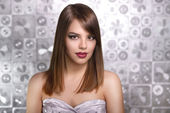 Beautiful girl with straight hair — Stock Photo