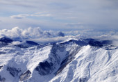 Winter mountains in mist at windy day — ストック写真