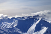 Evening snowy mountains in mist — Stock Photo
