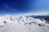 冬の山と青空 — ストック写真