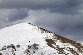 Off piste slope and overcast gray sky — Zdjęcie stockowe