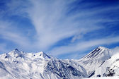 Winter snowy mountains in windy day — Stock Photo