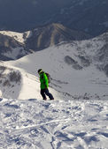 Snowboarder on off-piste slope in sun evening — Foto Stock
