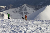 Freeriders on off-piste slope in sun evening — Stock Photo