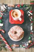 Christmas treat: donut and a cup of coffee — 图库照片