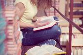 Libro de lectura del estudiante — Foto de Stock