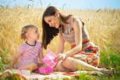 Birthday present for little girl at grain field — Stockfoto