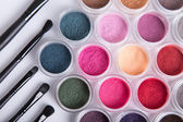 Set of bright mineral eye shadows and brushes — Stock Photo