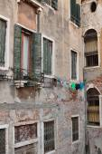 Facade of Italian house in Venice — Stock Photo