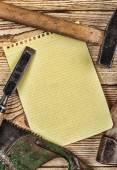 Ferramentas de carpintaria e um pedaço do caderno — Fotografia Stock