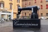 Sewing machine in  Bologna, Italia — Stock Photo