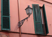 Facade of a typical Italian home — Photo