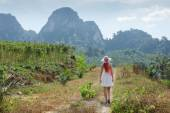 Girl  in the tropics of Thailand — Stockfoto
