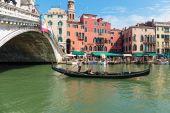 Tourists float in gondola — Foto Stock