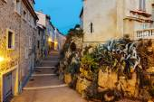 Narrow street in the old town Antibes — Stock Photo
