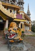 Temple bouddhiste en thaïlande — Photo