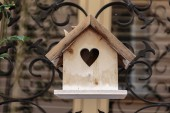 Wooden birdhouse with heart-shape hole — Stock Photo