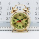 Alarm clock and calendar — Stock Photo #59443143