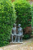 Jeune couple de statue — Photo
