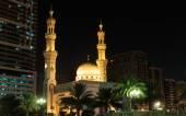 シャールジャでのモスクの夜景 — ストック写真