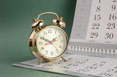 Alarm clock and calendar — Stock Photo
