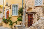 Street in the old town Antibes — Stockfoto