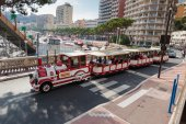 Excursion train with tourists in Monte Carlo — Stock Photo