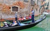 Tourists ride on a gondola. VENICE, ITALY — Stock Photo