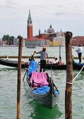 Gondoliers and gondolas. VENICE, ITALY — Stock Photo