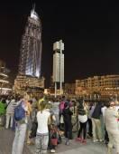 Fountain in the lake near Dubai Mall — Stock Photo
