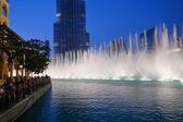 Nocny widok taniec fontanny — Zdjęcie stockowe