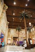 Vnitřní ibn battuta mall obchod. — Stock fotografie