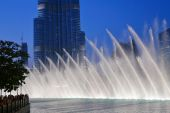 Night view Dancing fountains downtown — Stock Photo