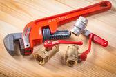 Plumbing fixtures and wrench — Stock Photo