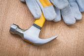 Very close up view on claw hammer and protective gloves on woode — Stock Photo