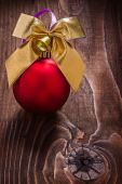 Gold colored christmas bow and red bauble — Stock Photo
