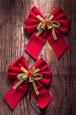 Dwa czerwone łuki Boże Narodzenie — Zdjęcie stockowe
