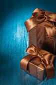 Copyspace image two brown gift boxes on blue painted old wooden  — Stock Photo