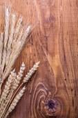 Eras of wheat on  board — Stockfoto