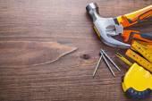 Herramientas de construcción en el fondo de madera — Foto de Stock