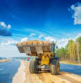 Wheelloader with scoop full of sand — Stok fotoğraf