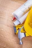 Yellow helmet claw hammer — Stock Photo