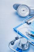 Clipboard with stethoscope and blood pressure monitor — Stock Photo