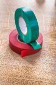 Rollen van isolerend tape op houten plank — Stockfoto