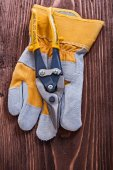 Yellow metal nippers and glove — Stock Photo