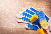 Working gloves with paint brush — Stock Photo