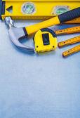 De hulpmiddelen van de bouw op metalen achtergrond — Stockfoto