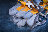 Protective gloves with claw hammer, pliers — Stock Photo
