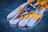 Safety gloves with tin snips — Stock Photo