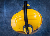 Noise reduction ear muffs and hard hat — Stock Photo